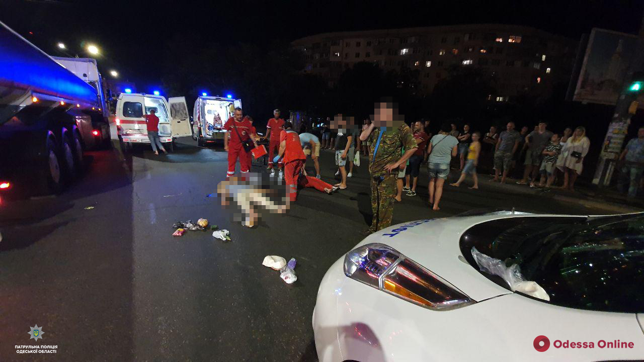 На поселке Котовского автомобиль сбил двух пешеходов