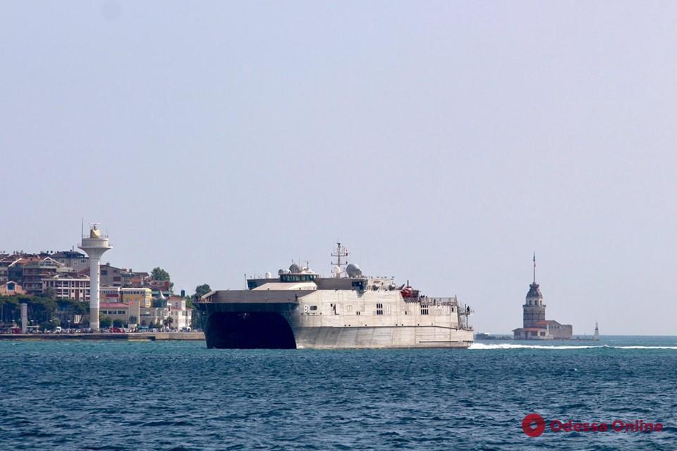 В Одессу прибыл транспортно-десантный катамаран ВМС США
