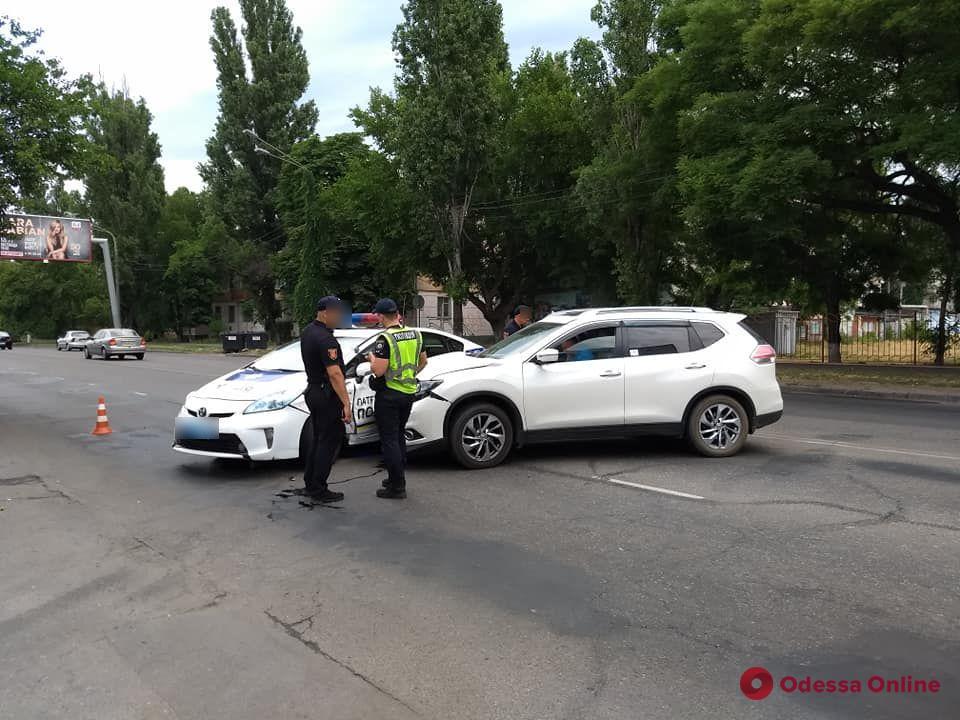 В Одессе столкнулись Nissan и полицейский автомобиль