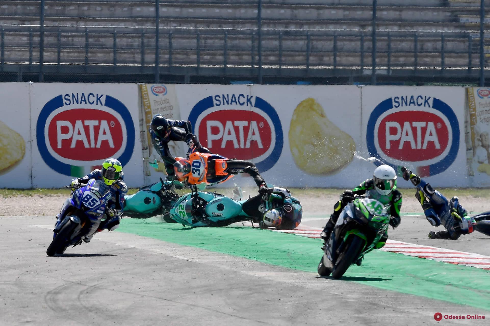 Мотоспорт: одессит попал в аварию на старте гонки в Италии