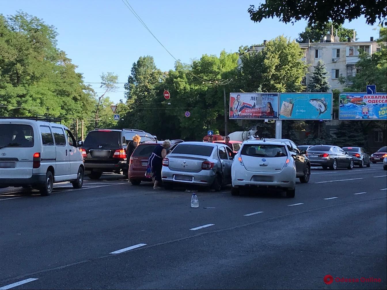 В Одессе столкнулись четыре авто — образовалась пробка