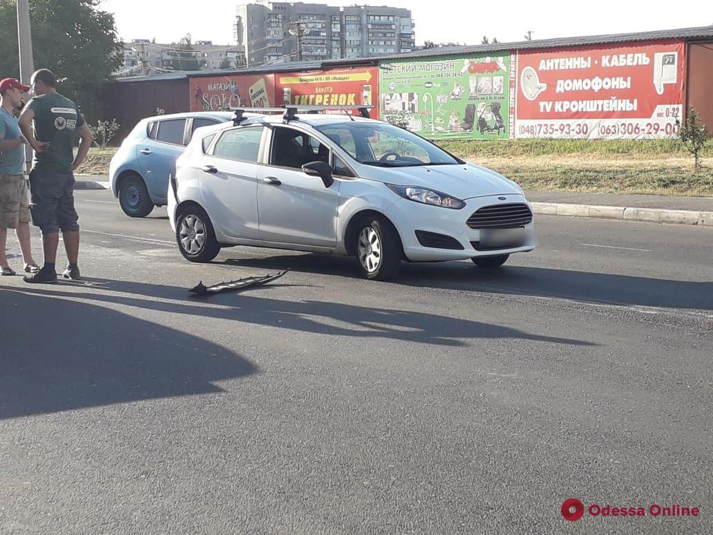 На поселке Котовского столкнулись Toyota и Ford