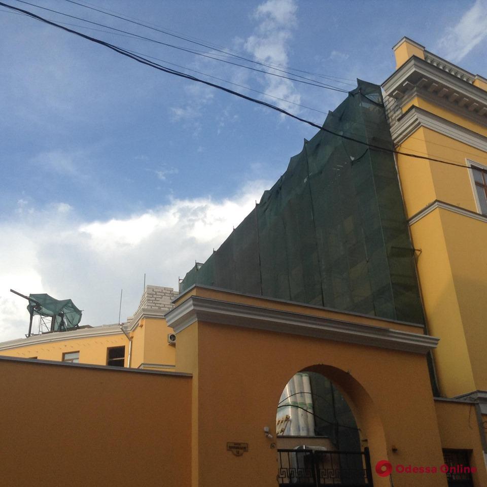В Воронцовском переулке на памятнике архитектуры надстраивают этаж