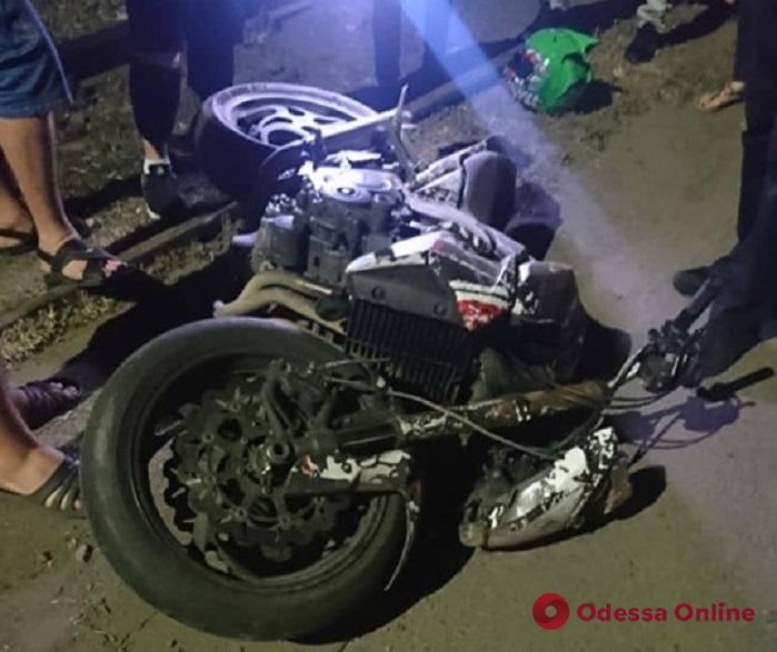 Ночью на Николаевской дороге мотоциклист сбил 17-летнего парня и сбежал
