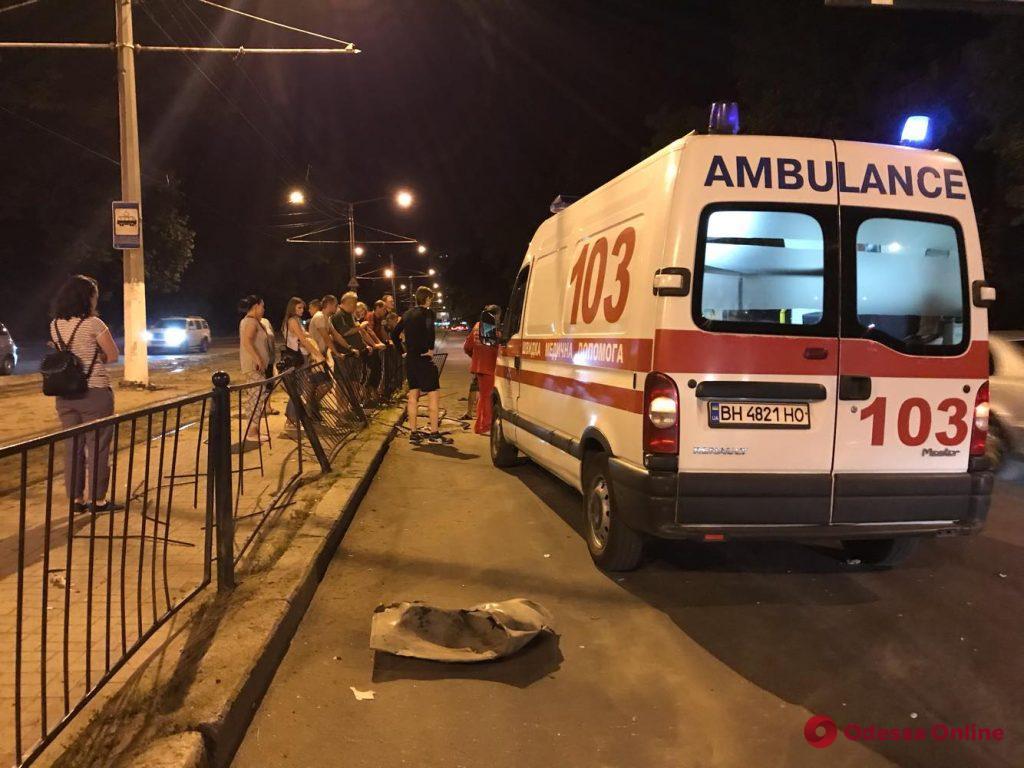На 2-й станции Фонтана «Жигули» влетели в трамвайную остановку– есть пострадавшие