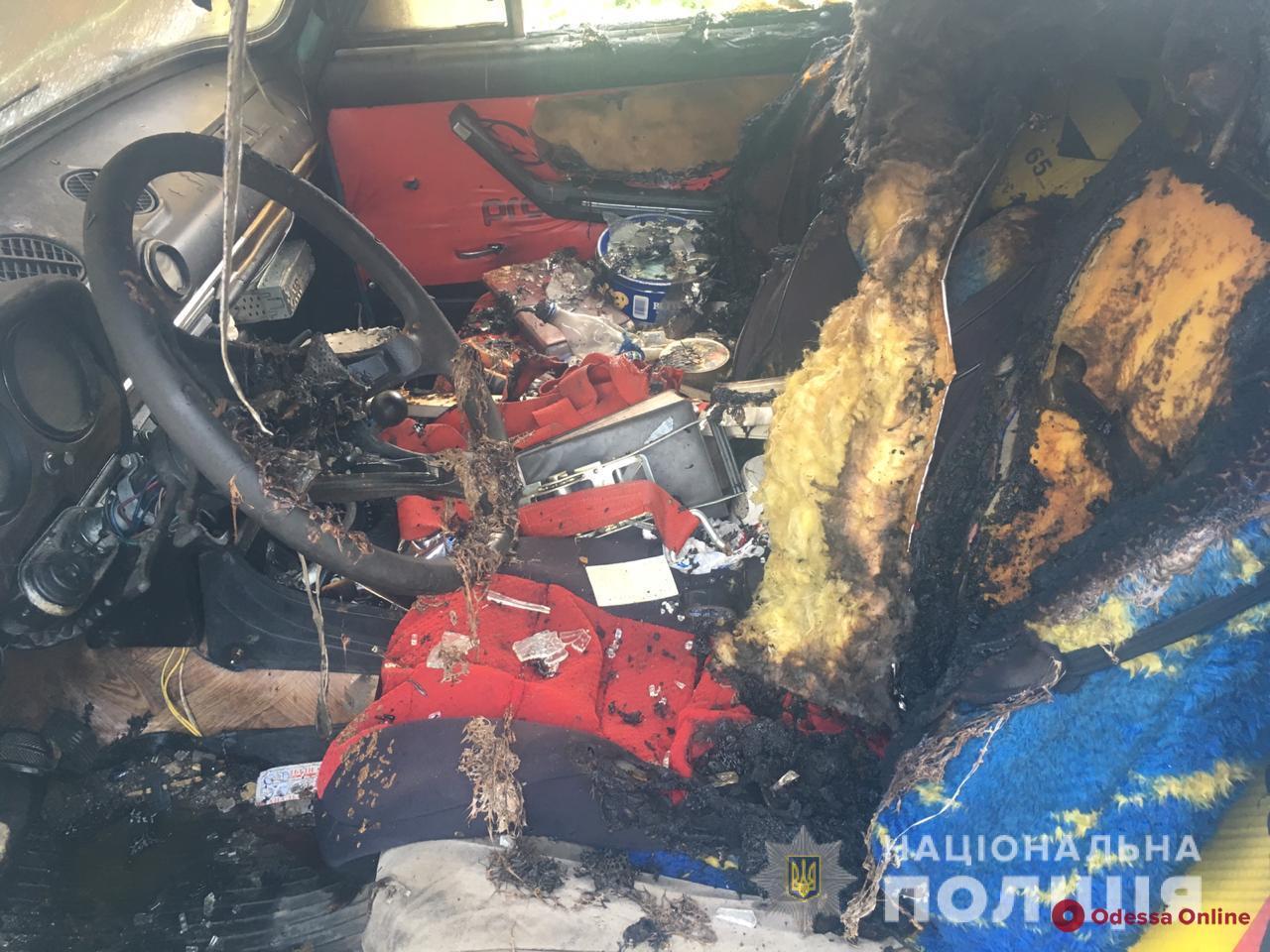 Пьяный житель Одесской области разбил и поджег чужой автомобиль