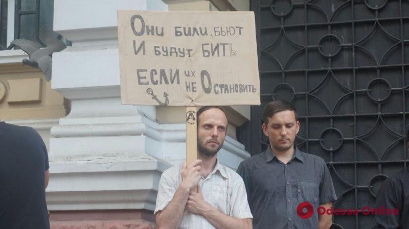 «Авакова в отставку»: активисты пикетировали полицию в Одессе