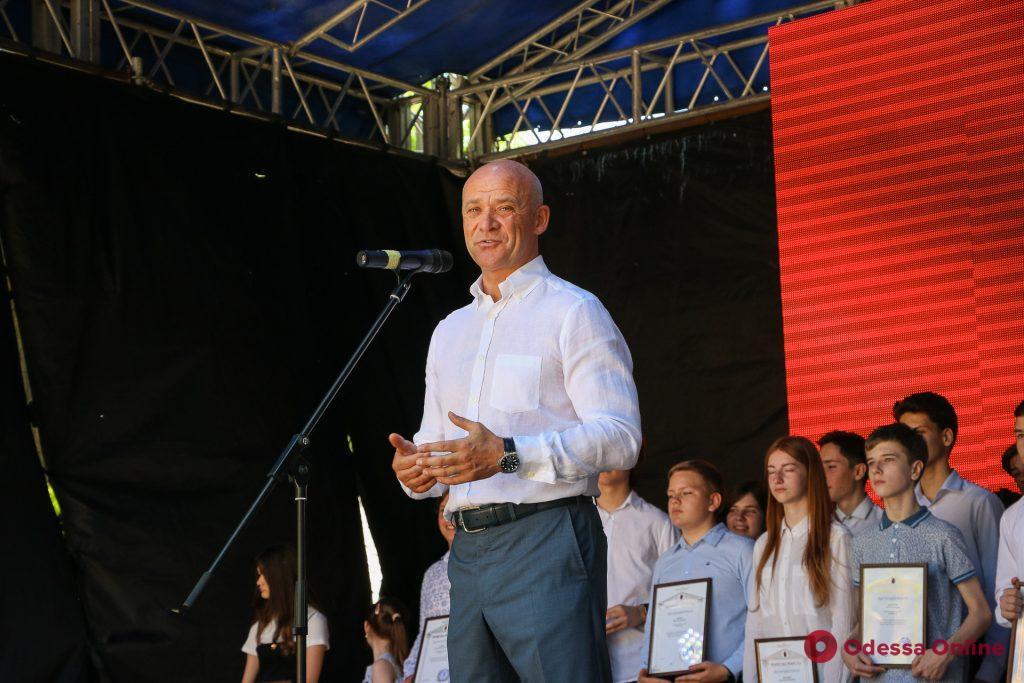 Поздравления, подарки и открытие Летнего театра: как юные одесситы отмечают День защиты детей (фоторепортаж)