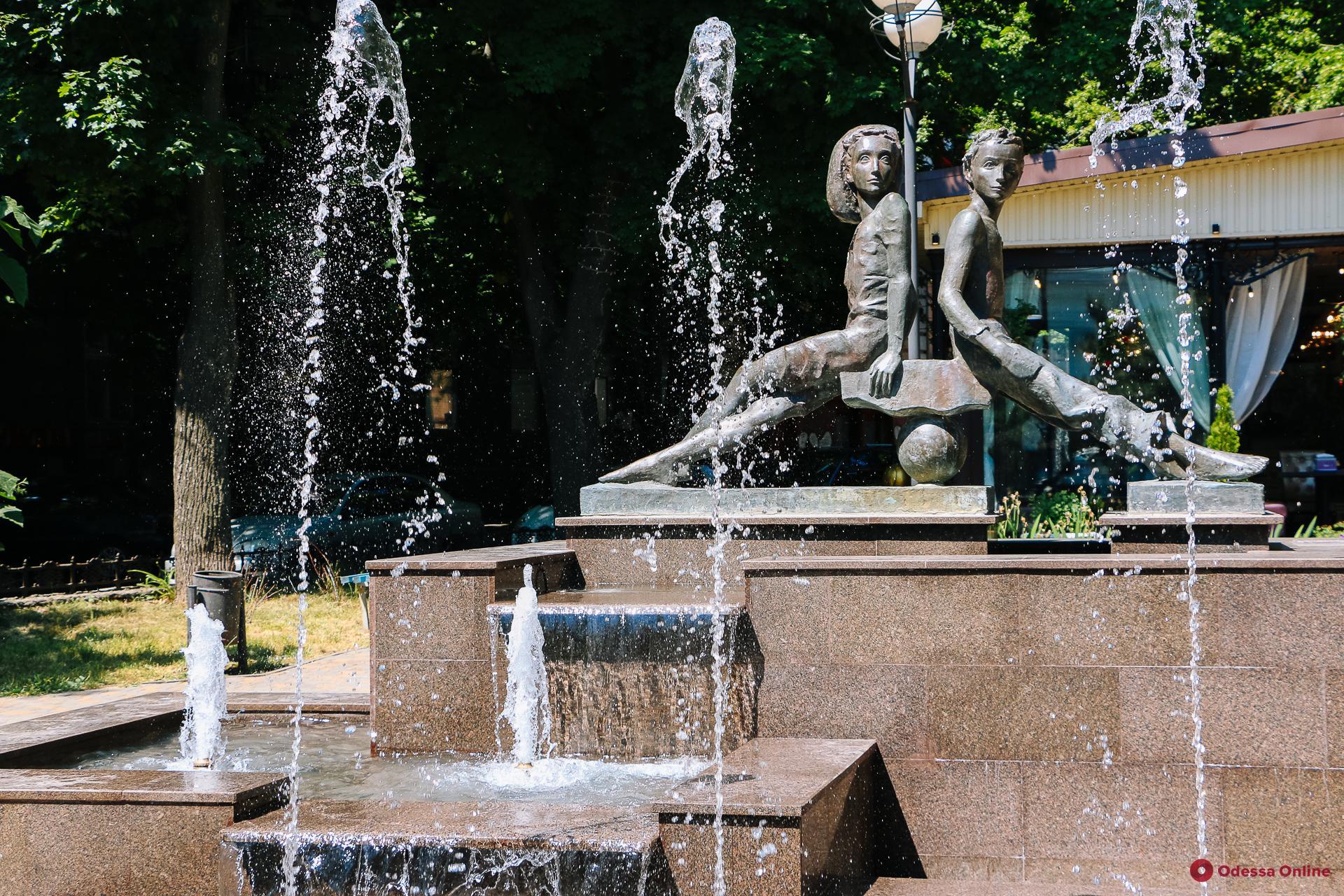 «Слезы абитуриентов» и загадочная девушка с кувшинами: одесские фонтаны, о которых вы могли не знать (фоторепортаж)