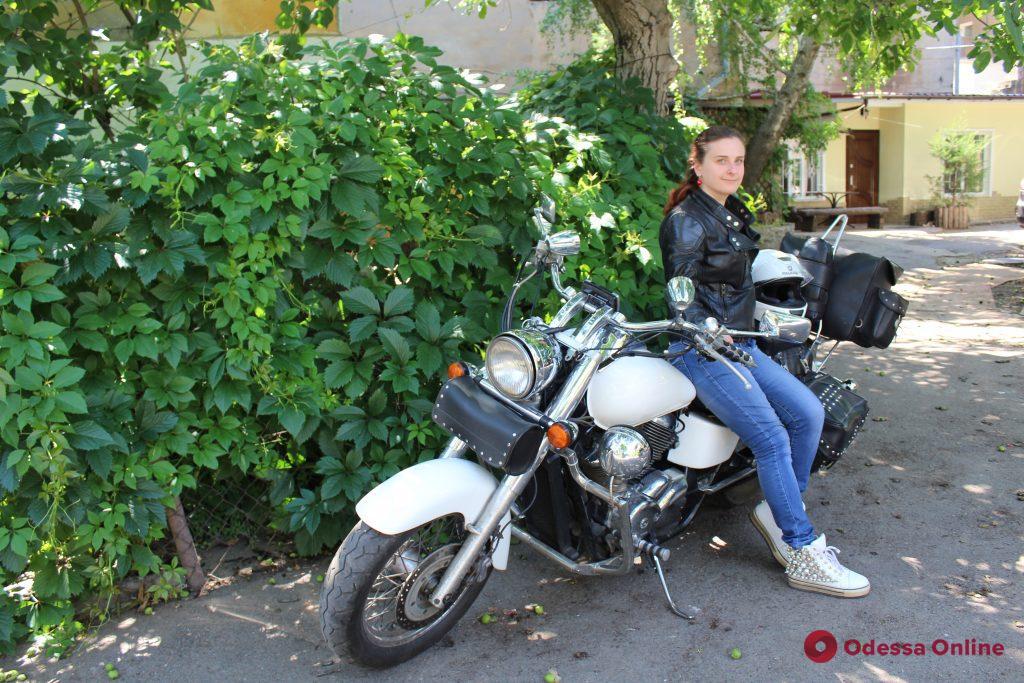 Мотоцикл как стиль жизни: драйвовые и творческие одесские женщины-байкеры