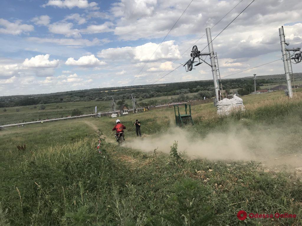 Праздник скорости, адреналина и пыли: на горнолыжном курорте под Одессой состоялась зрелищная мотогонка (фото. видео)