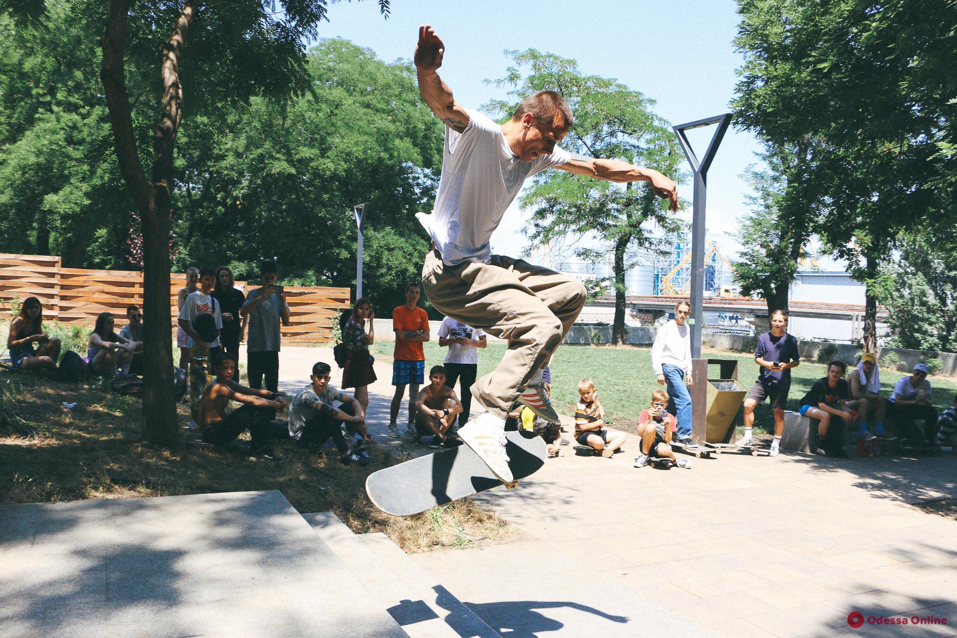 Скейтеры со всей Украины показали свои лучшие трюки в Одессе (фоторепортаж)