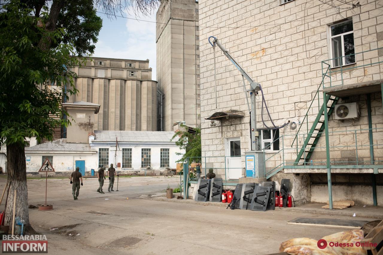 На измаильском элеваторе продолжаются «бои» за зерно – полиция выезжала по тревоге