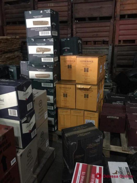 В Одессе обнаружили контрабанду элитного алкоголя на 2 миллиона