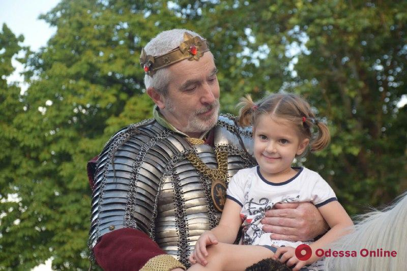 По центру Одессы прошлись средневековые рыцари