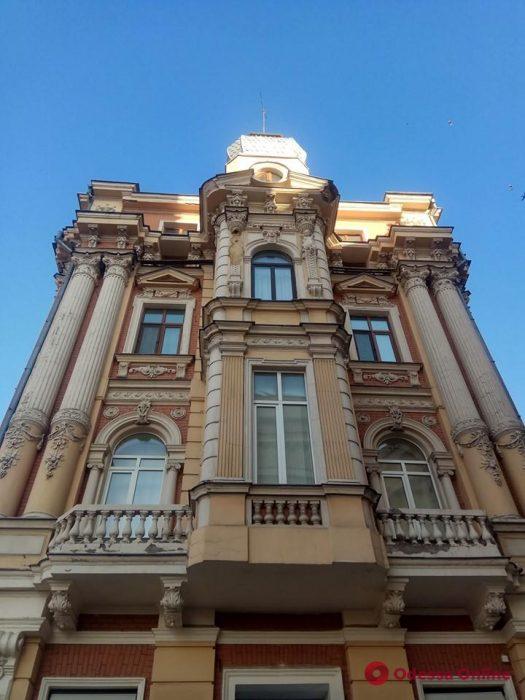 Кариатиду на фасаде дома на Ланжероновской обяжут восстановить