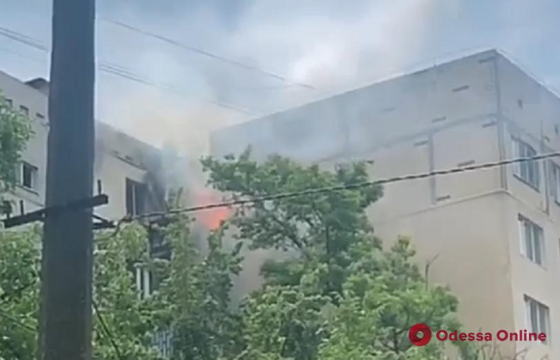 В многоэтажке на поселке Котовского горели балконы (видео, обновлено)