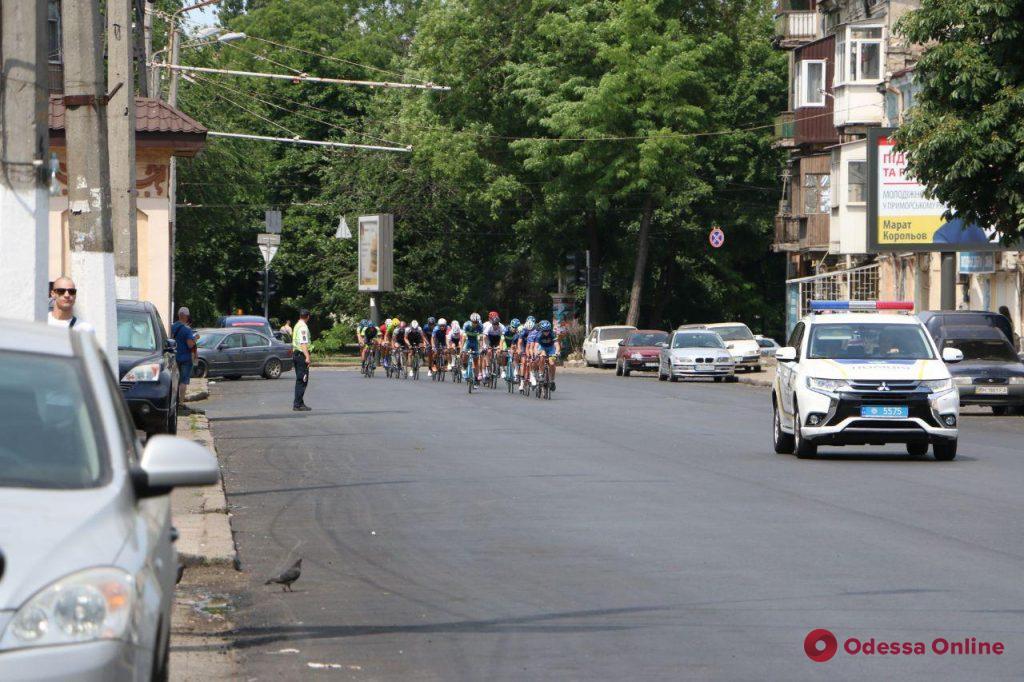 В центре города проходит международная велогонка «Гран-при Одесса»