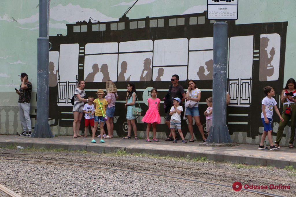 По Одессе ездит «трамвай счастья» (фото)