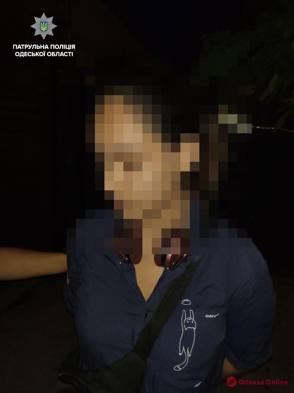 Одесские патрульные поймали «закладчицу»