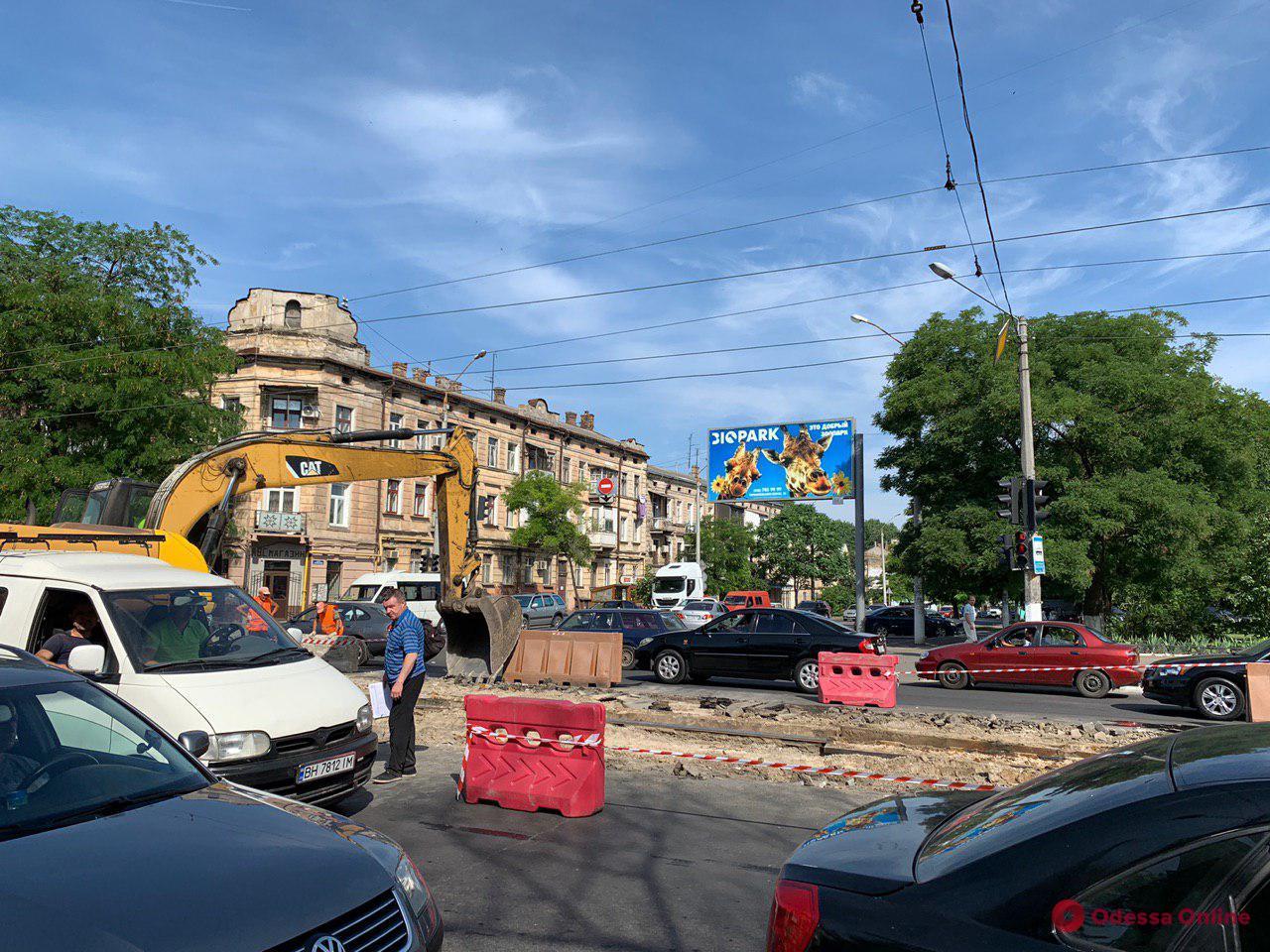 В Одессе приступили к капремонту перекрестка на Мясоедовской (фото)