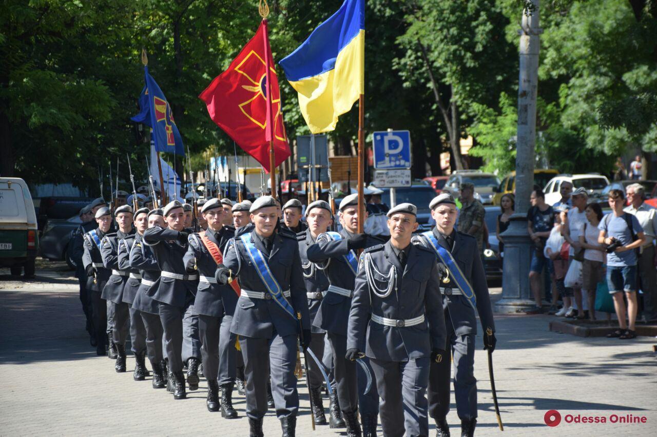 День Конституции в Одессе: к памятнику Шевченко возложили цветы (фото)