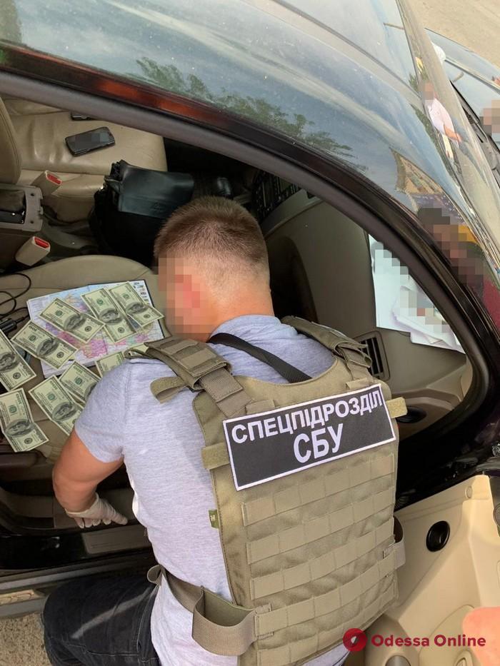Одесса: руководитель районного военкомата погорел на взятке в 1000 долларов