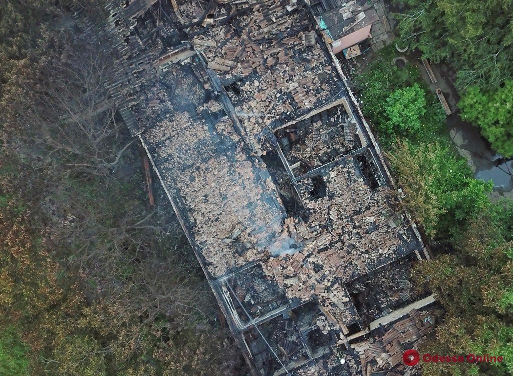В сгоревшем корпусе психиатрической больницы всю ночь работали спасатели