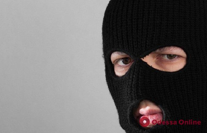 В Одессе ночью разбойники ворвались в дом, избили хозяев и забрали деньги