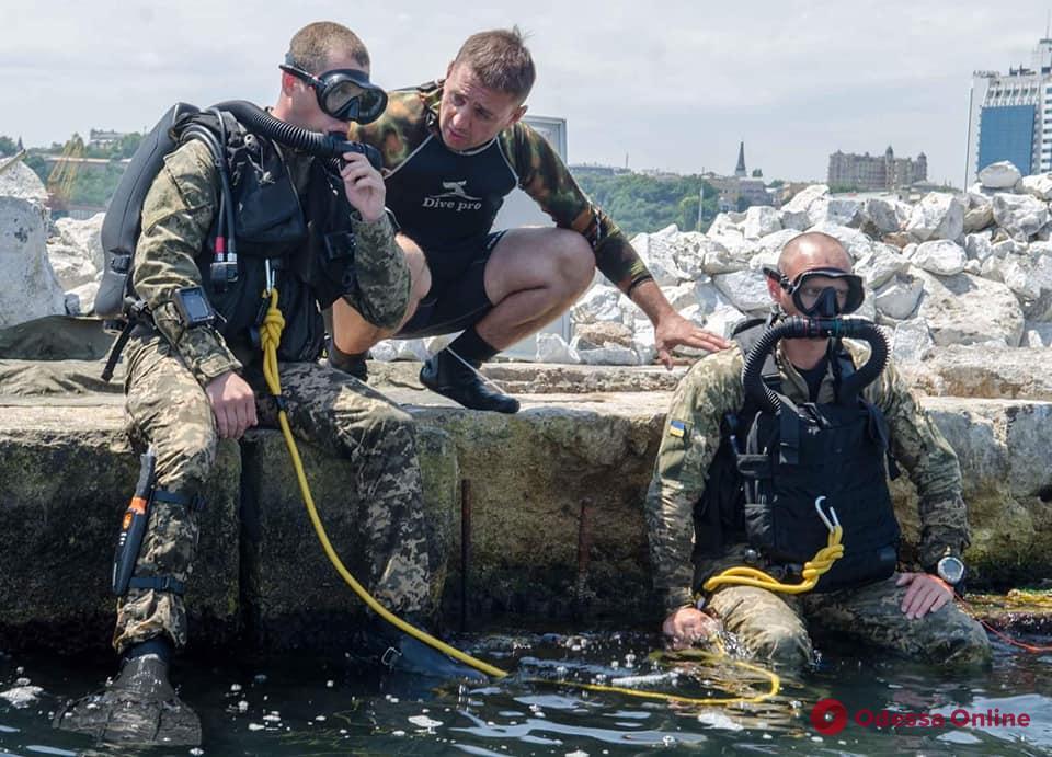 В Одессе военные моряки осваивают новое подводное снаряжение