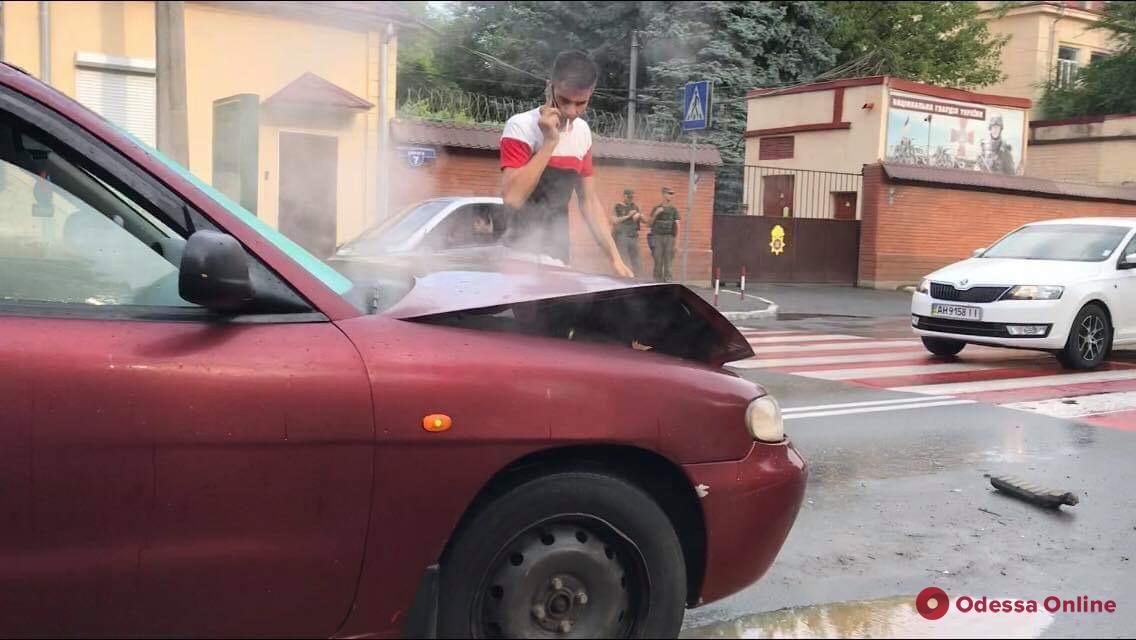 На Люстдорфской дороге столкнулись две легковушки