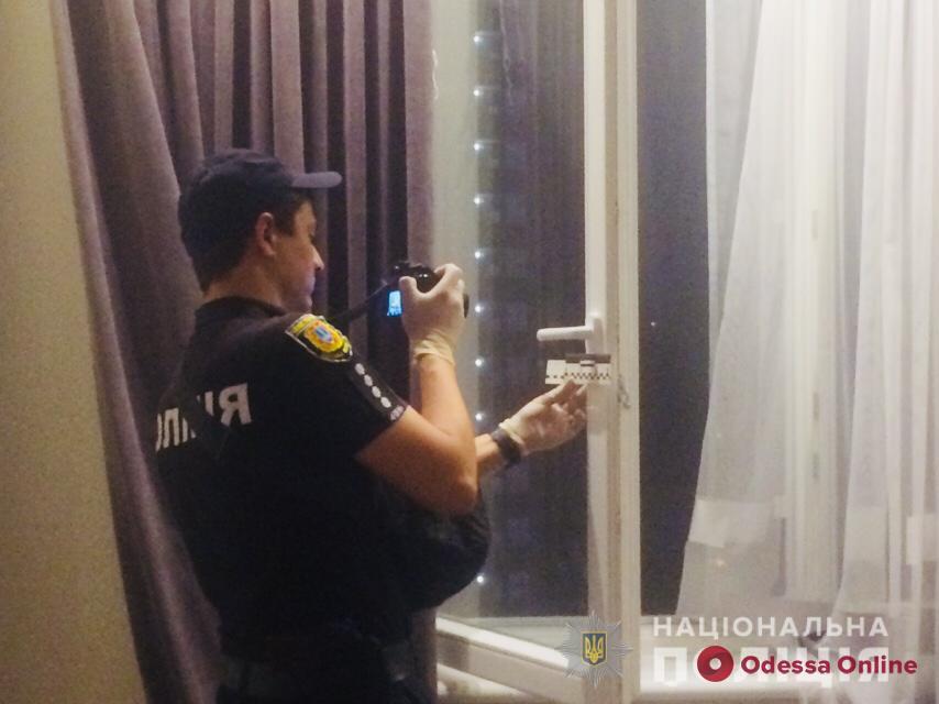 Пятилетняя девочка выпала из окна многоэтажки в Одессе