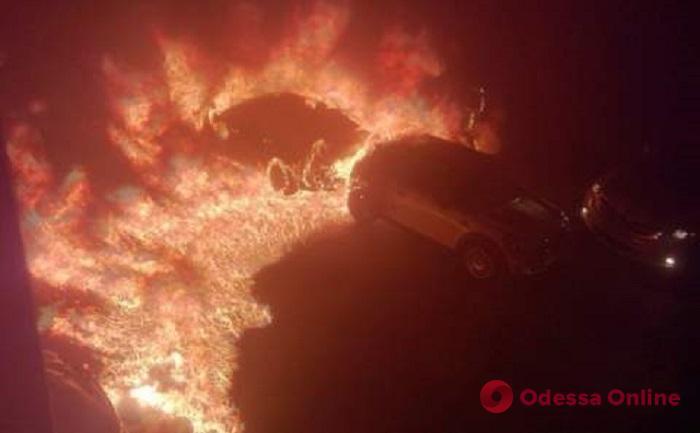 На Таирова сожгли два автомобиля