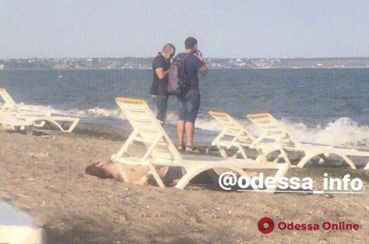 На пляже в Одессе нашли труп мужчины (обновлено)