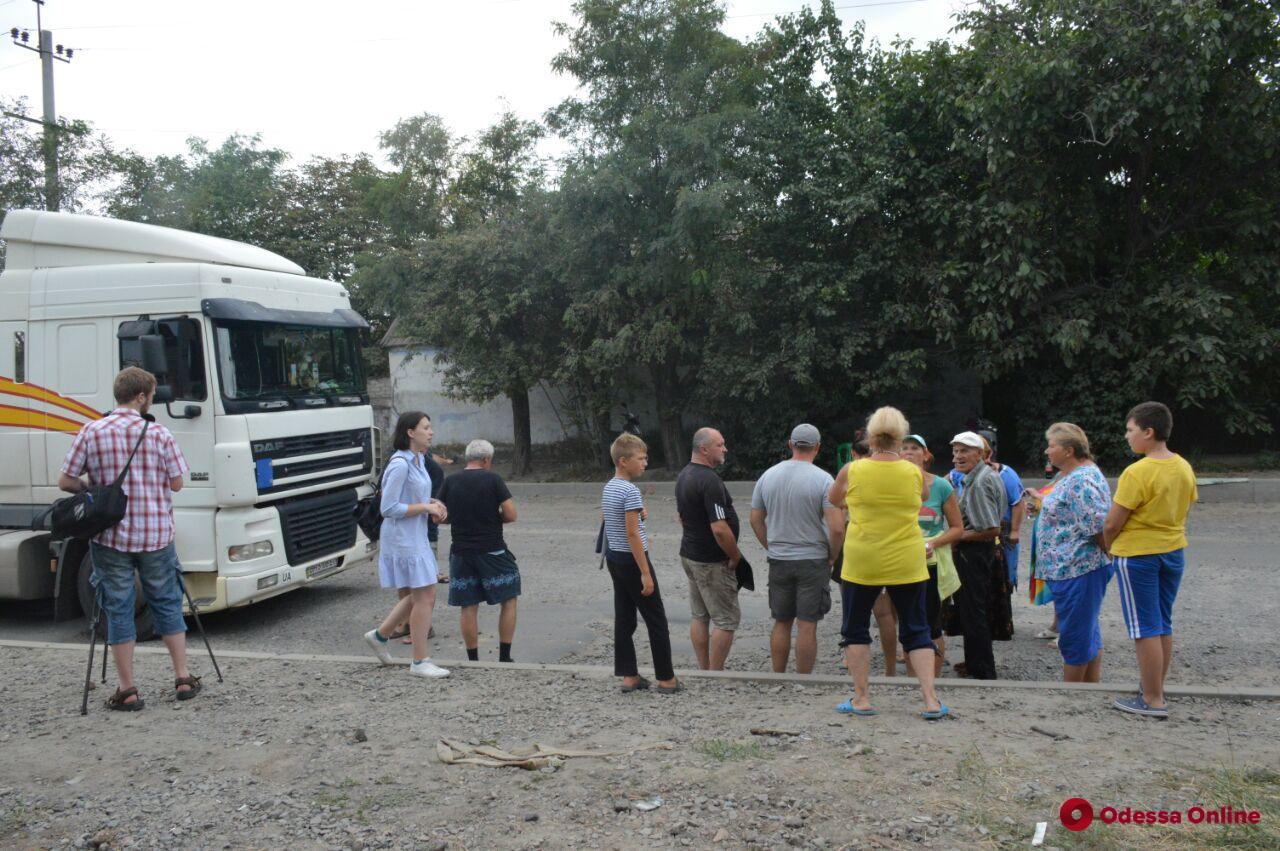 Жители Хуторской снова грозятся перекрывать дороги из-за большегрузов