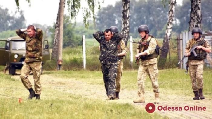 На военном складе в Одессе солдат подстрелил грабителя