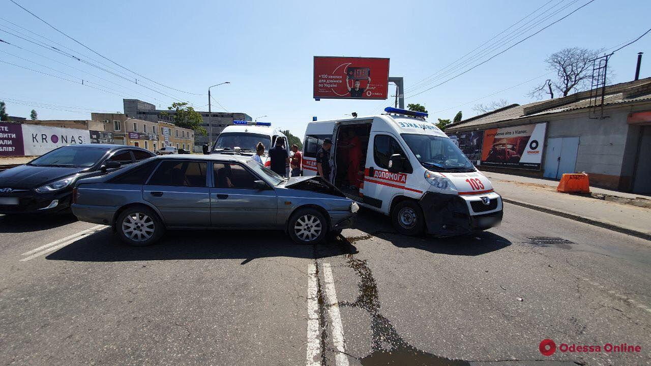 Легковушка vs «скорая»: на Николаевской дороге произошло ДТП