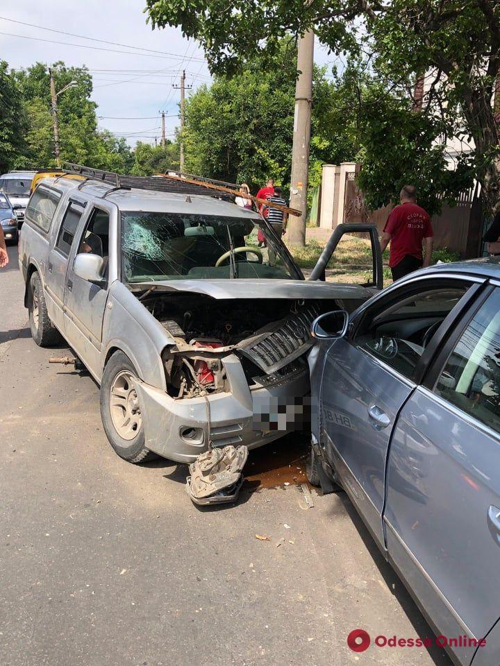 В Одессе в тройном ДТП пострадали три человека (видео)