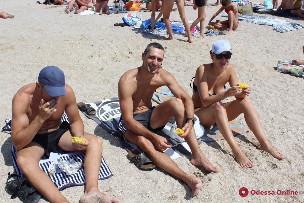 Пирожок или жизнь? – об «удобной» еде на одесских пляжах
