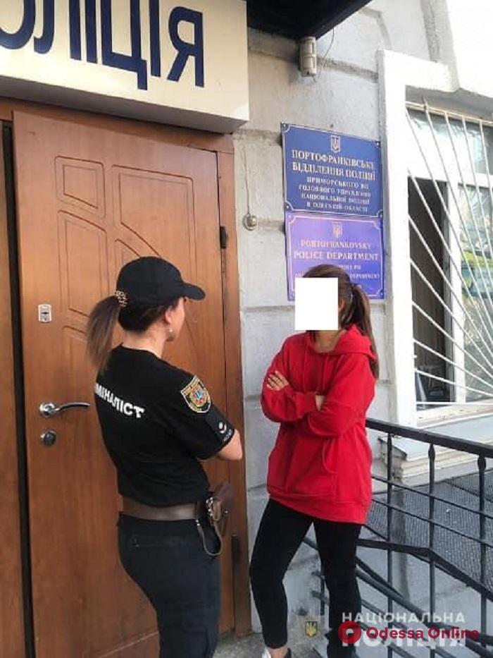 Была у подруги: одесские полицейские вернули домой 17-летнюю беглянку