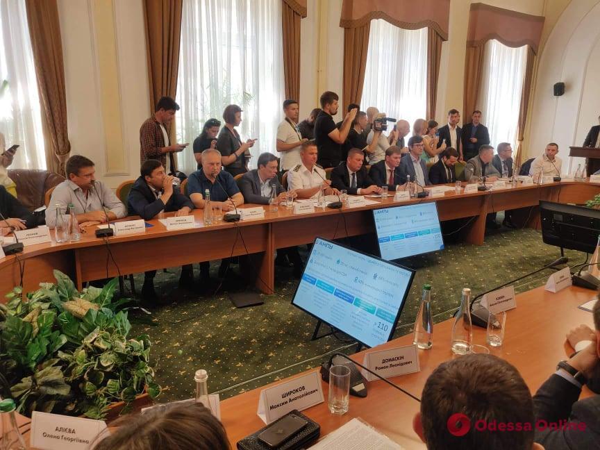 На совещании в Одессе президент попросил уволиться и.о. главы ГФС