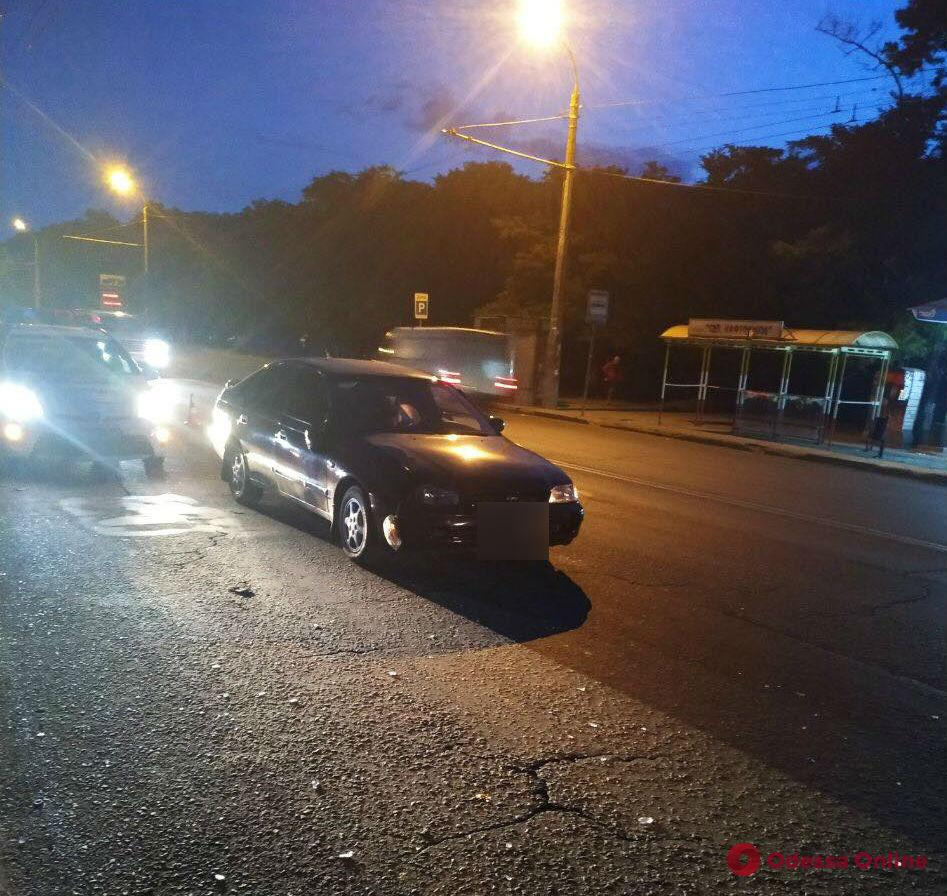 На Грушевского «Тойота» сбила двух пешеходов