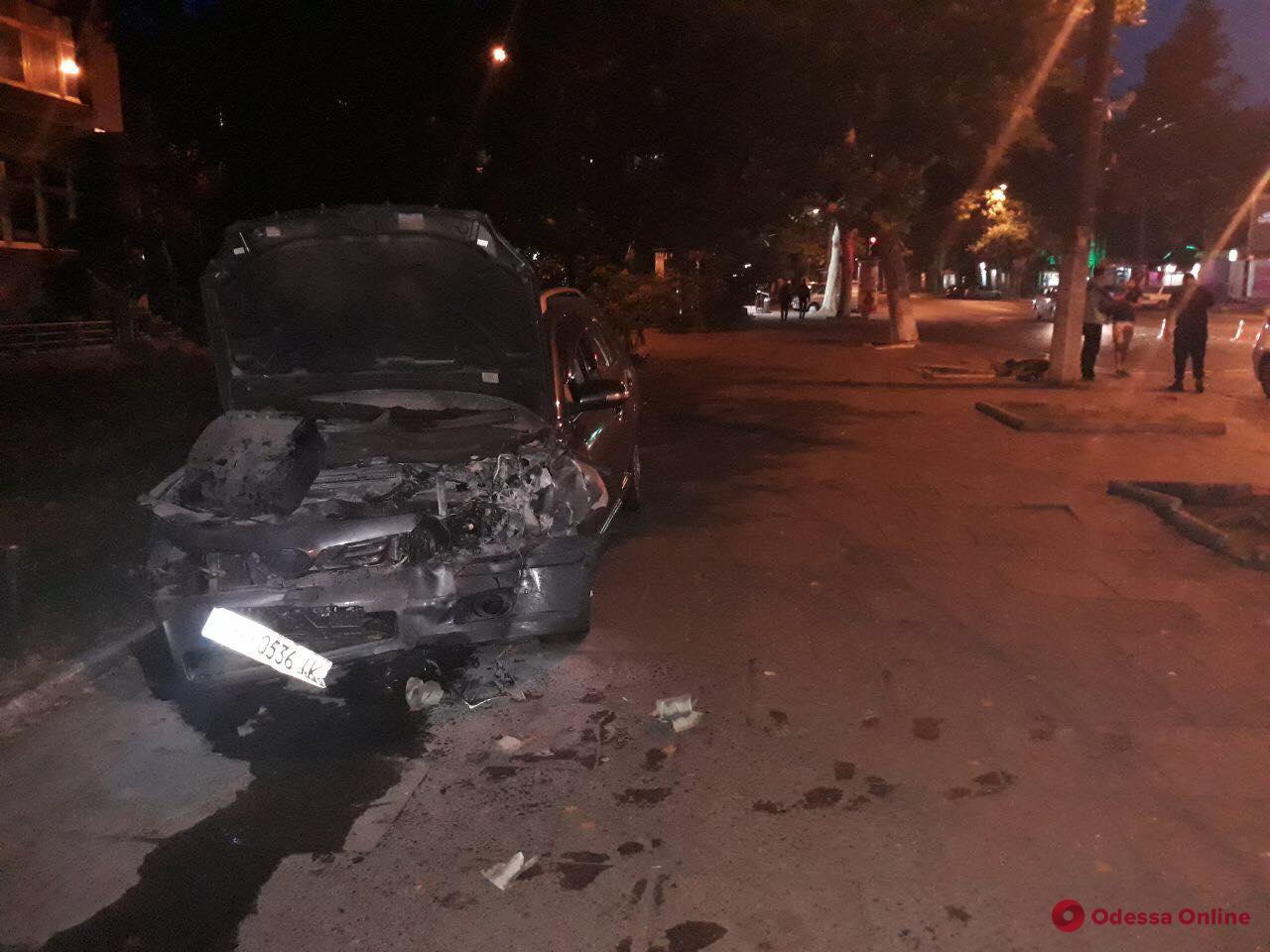 Ночью в Одессе столкнулись Renault и Toyota