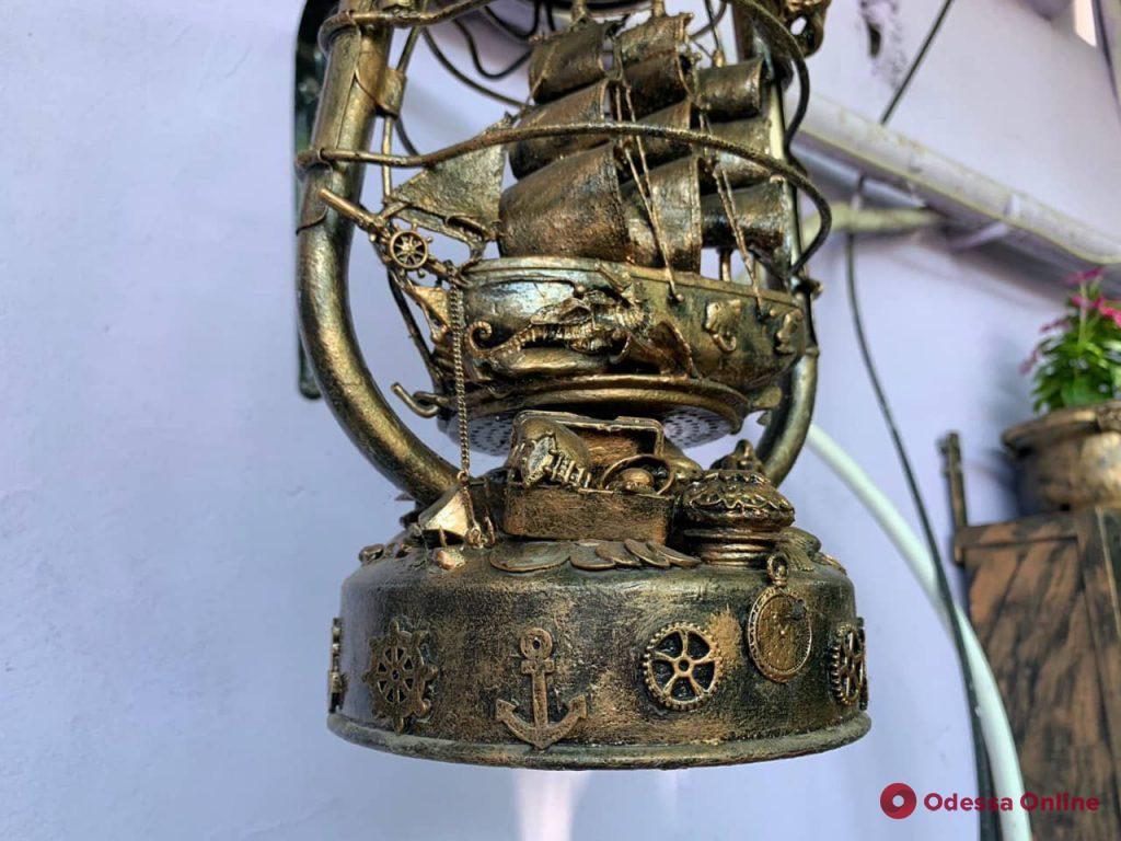 Во дворике на Молдаванке появился необычный арт-объект