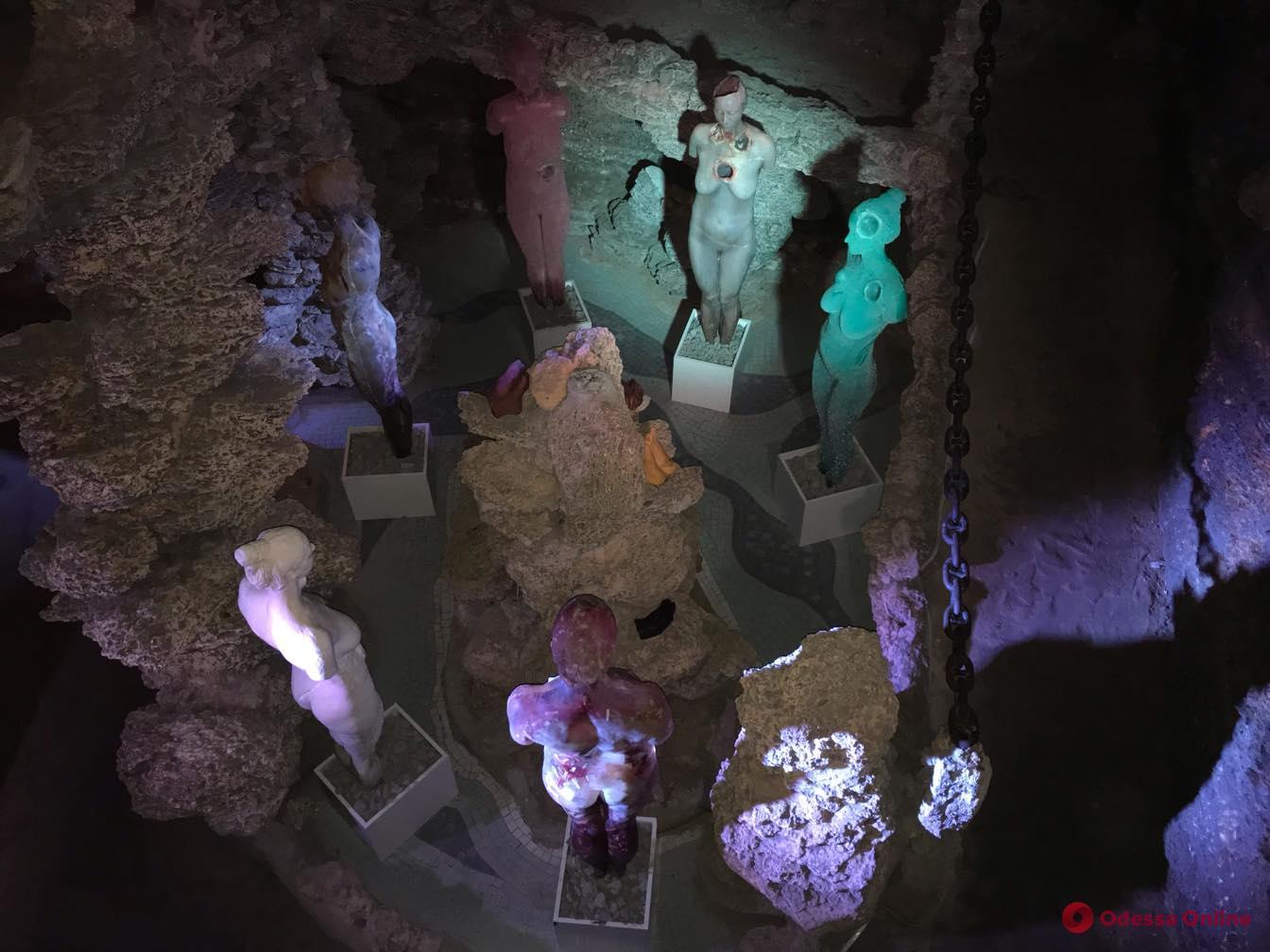 «Моя кожа — мое дело»: в одесском музее показали слепки тела художницы из мыла и парафина (фото)