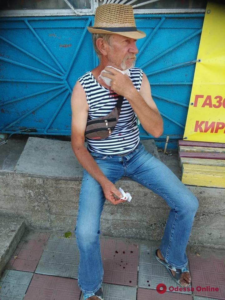 Одесский пограничник спас раненого мужчину