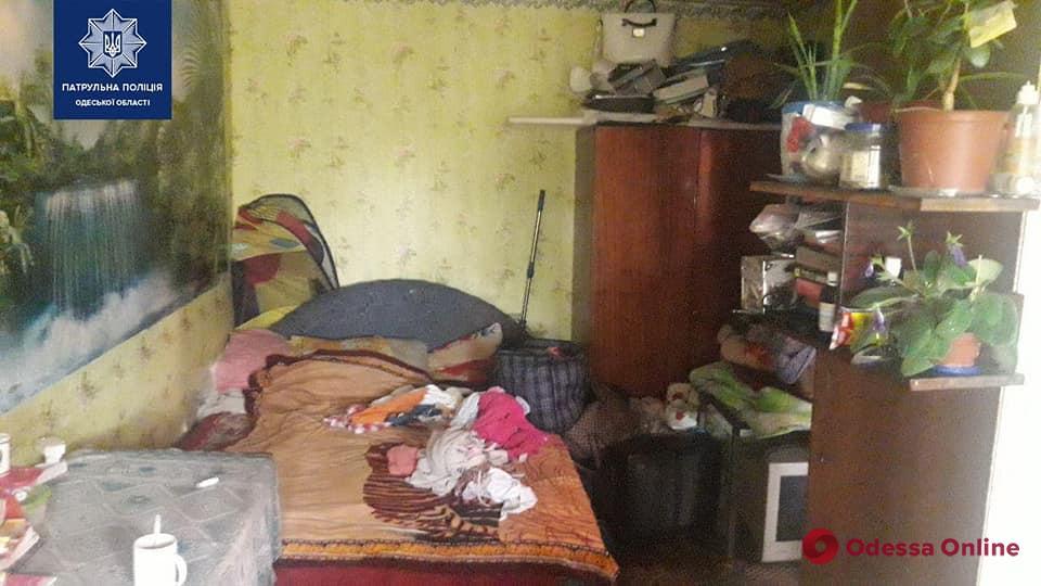 Патрульные обнаружили в одесской квартире четырех голодных маленьких детей