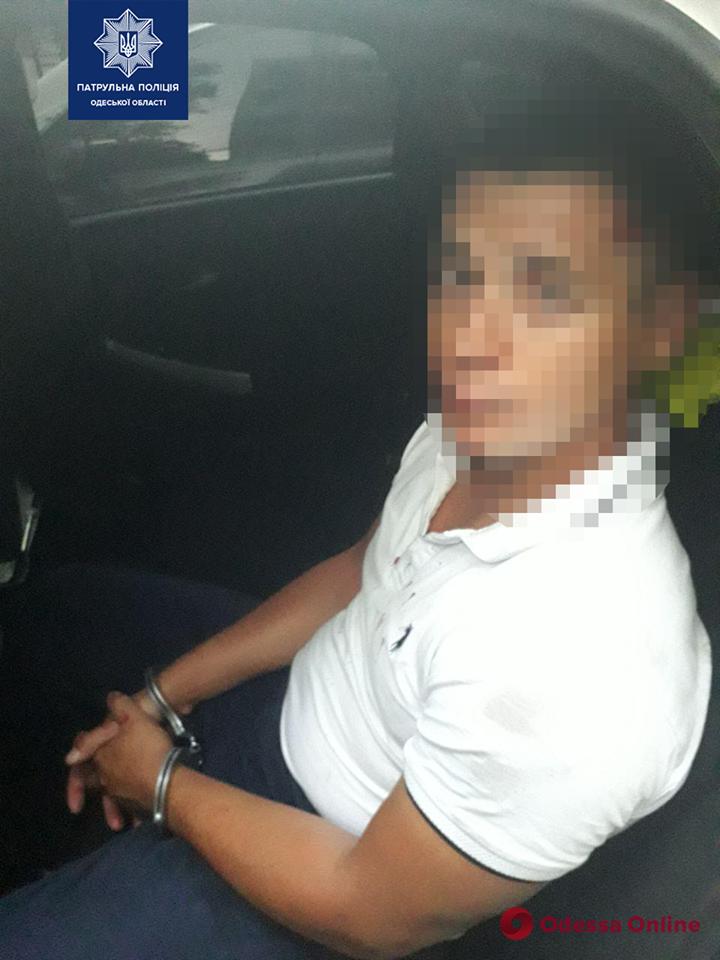 В Одессе ограбили двух девушек