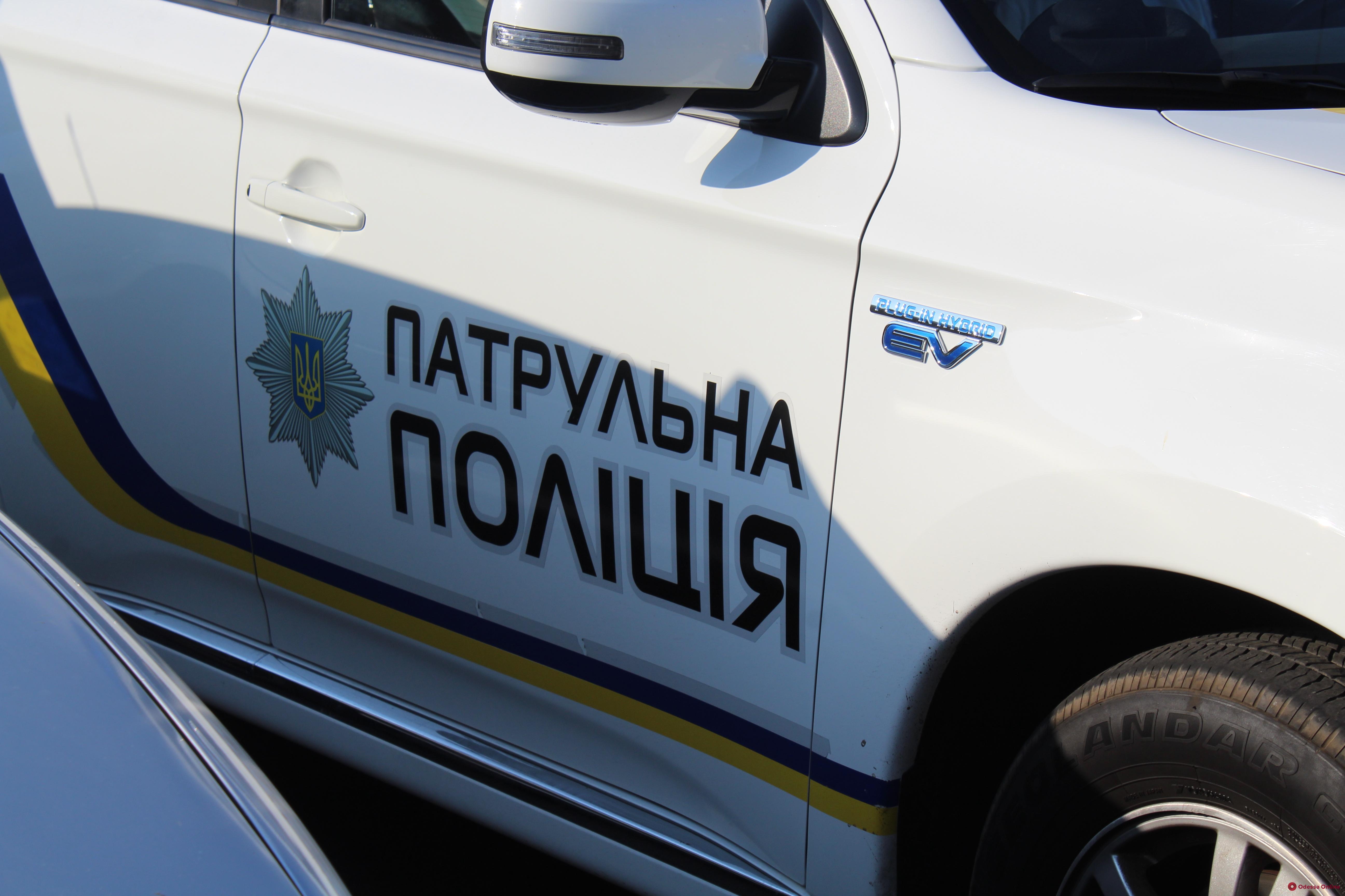 Одесские патрульные спасли мужчину, которому стало плохо в закрытой квартире