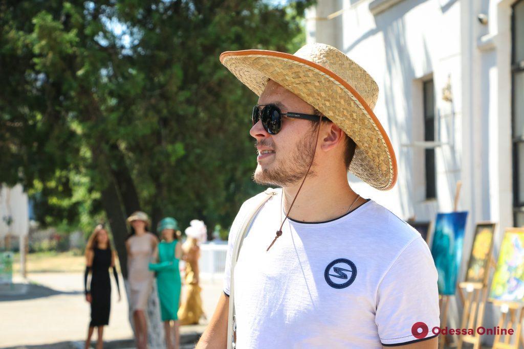 На одесском ипподроме выбирали самую стильную шляпку (фото)